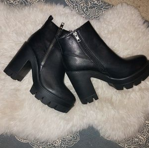 Bamboo Black Zipper-Trim Ankle Booties