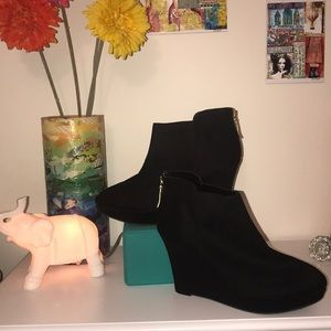 Christian Siriano black suede wedges