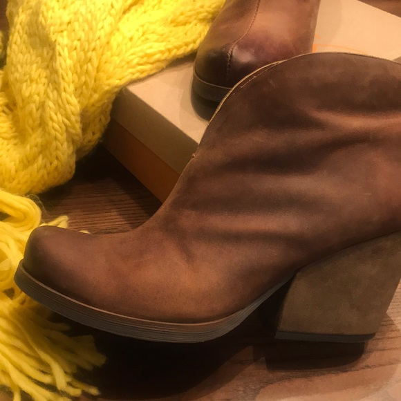 Korks Shamira Brown Leather Bootie Size
