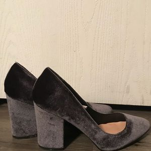 Gray pumps