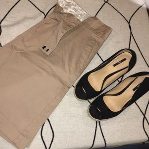 Old Navy sz 6 khaki skirt with front button