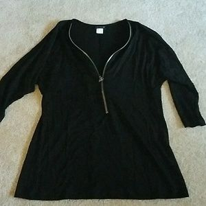 Black 1/4 length sleeve shirt