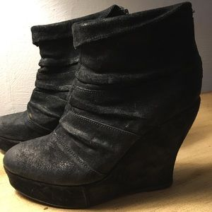 Very trendy wedge booties