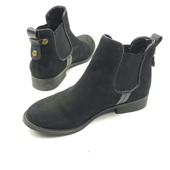 c79d674399d Steve Madden Shoes - Steve Madden gilte size 6.5 flat ankle boot black