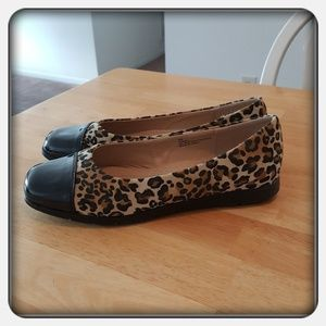 HP🎉🎉 Woman's Leopard Print Flats Sz 10M