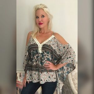 ARRIVED ❤️Gorgeous Ivory/Teal Flattering Tunic
