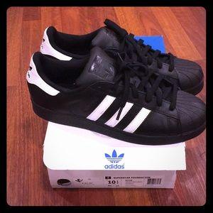 men classic  black adidas shell toes 10.5