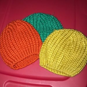 H&M beanies green, yellow and orange