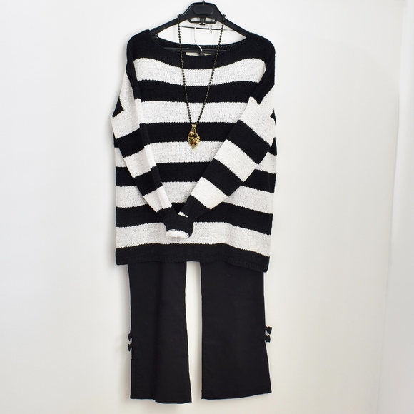 54013ef832 Zara Black and White Knit Long Sleeve Sweater. M 5a122ecf99086a8a160ab070
