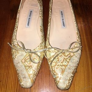 Manolo blahnik 39.5 gold leather flat