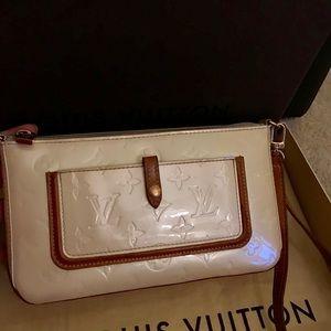 Louis Vuitton Monogram Vernis Pochette