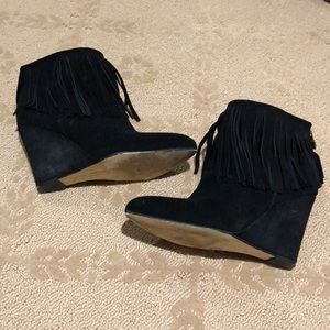 Chinese laundry 6.5 black suede fringe booties