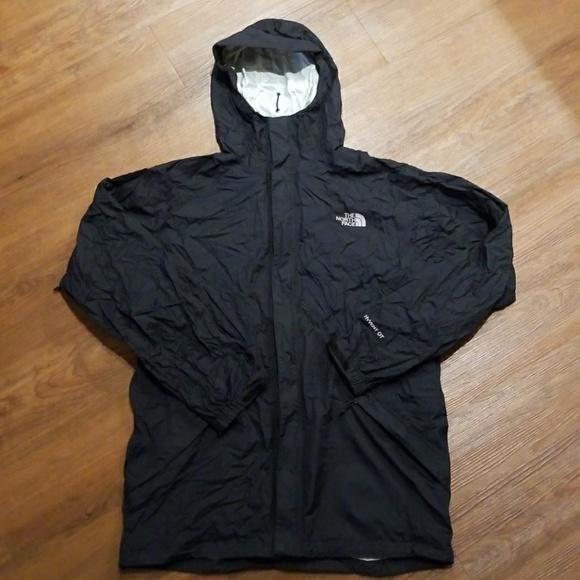 d586fc74e North Face waterproof packable rain shell