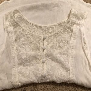 Tops - 🔴White lace tank with button front size large
