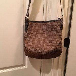 Large messenger/cross body bag.