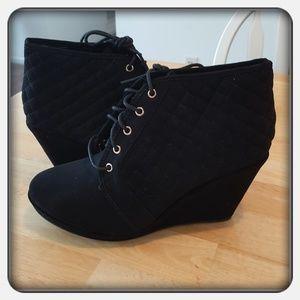 NWOB Woman's Black Boots Sz 10M