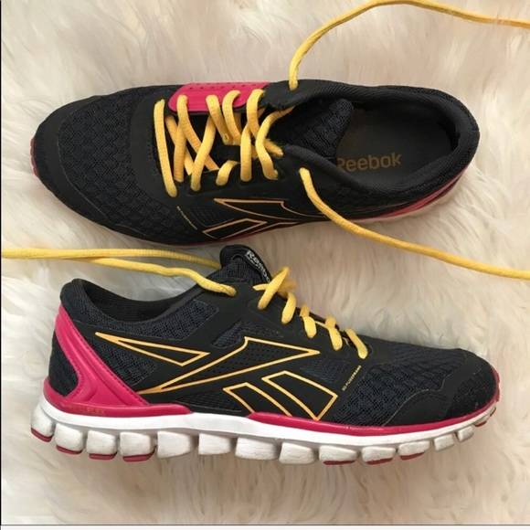 affc77204d80 Reebok Realflex Sneakers SZ 7.5 Great Condition. M 5a12347b6a5830338a0afe0b