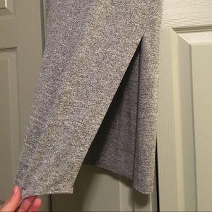 Knee length knit skirt with high slit
