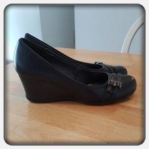 Woman's Black Wedge Heels Sz 10M