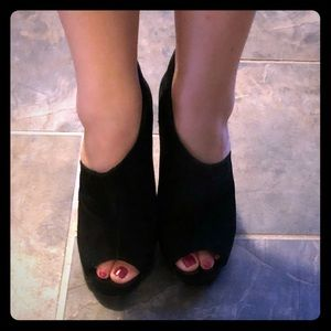 BCBG MAXAZRIA Sexy Heels booties size 37