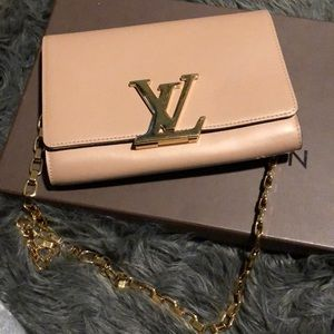 edbde46ad34 Louis Vuitton Bags - Louis Vuitton Louise GM Nude Clutch with Chain