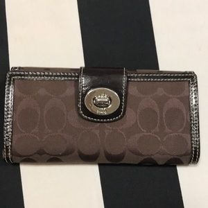 Brown coach wallet in a great conditions