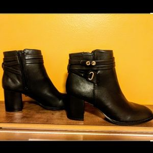 Like new Forever 21 black ankle boots