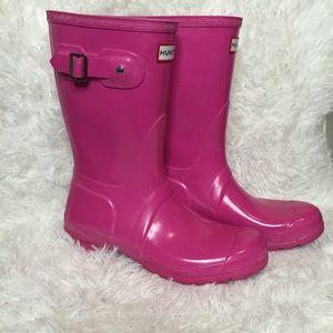 Hunter Original Short Gloss Boots in Lipstick Pink