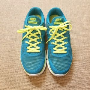 Nike FLEX RUN Athletic Gym Sneakers
