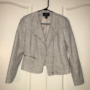 Tweed blazer from H&M. In New condition. Size 4