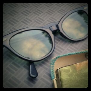 BLACK VINTAGE CAT EYE SUNGLASSES