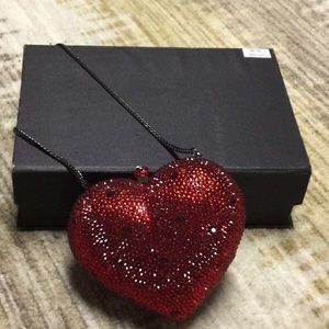 RED HEART CLUTCH. PERFECT FOR A VDAY GIFT