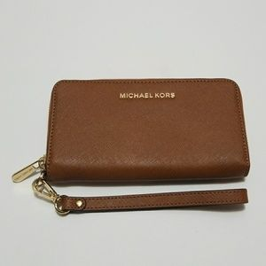 (NWT) Michael Kors Leather Phone Case Wallet