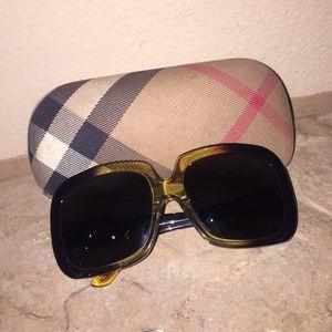 Authentic AMAZING Burberry sunglasses