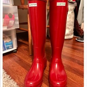 Brand new Hunter Shiny Rainboots in Red Tall