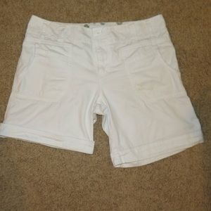 White lightweight foldable cargo like shorts - 29s