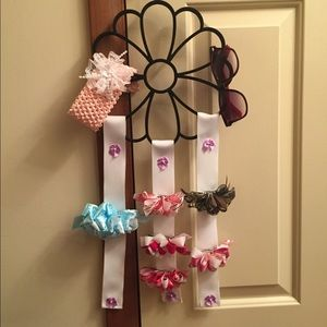 Other - Girls accessory holder w accessories