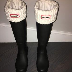 BRAND NEW HUNTER Rain boots w/ Cream Knit Socks!!
