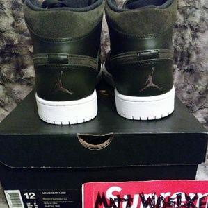 4e9cf7bd8808 Jordan Shoes - Rare Brand New 12 Nike Jordan Retro 1 Army Green
