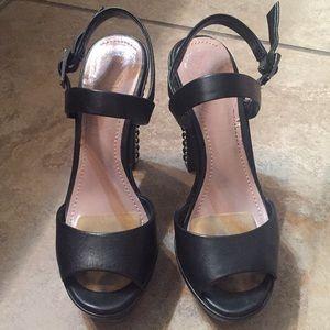 Vince Camuto platform studded heels size 6