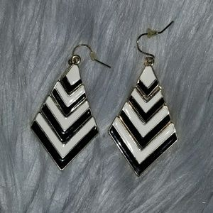 Jewelry - NWOT Chevron Earrings