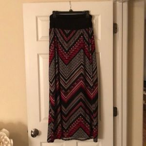 AGB maxi skirt size large red black and white