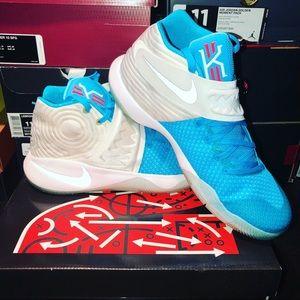 "Nike Kyrie 2 ""Christmas"", Size 11"