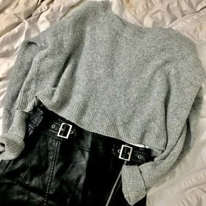 Cropped Grey Sweater / Cooperative
