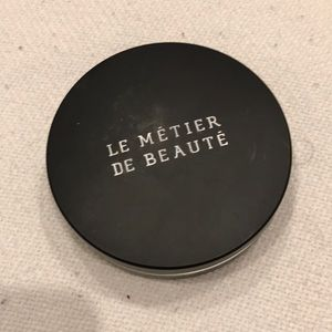 Le Metier de Beaute classic flawless finish powder