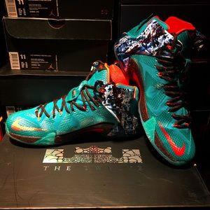Nike Shoes - Nike LeBron XII Akron Birch (Christmas), Size 11