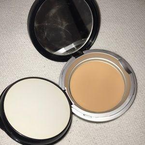 Le Metier de Beaute classic flawless powder #7