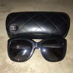 Chanel 5347 Polarized Sunglasses - Black