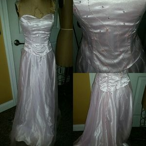 Dresses & Skirts - Prom holiday formal black tie gala gown..sz 6