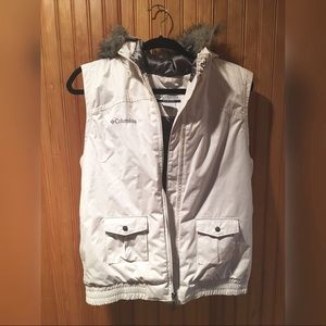 Columbia White & Grey with Faux Fur Puffer Vest